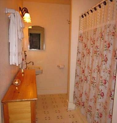 Room 2 Bath