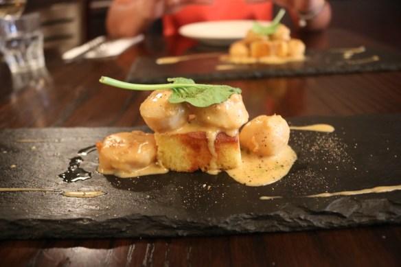 Carmine's Bistro - Scallops w lemon sauce