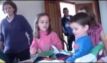 Τρομερή αντίδραση πιτσιρικά όταν έλαβε για δώρο φανέλα της Μπαρτσελόνα