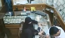 Εξάχρονο κοριτσάκι έκλεψε 150.000 δολάρια από κοσμηματοπωλείο (video)