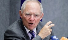 Σόιμπλε: «Μεγάλη πρόοδος και σεβασμός για τους Έλληνες» – «Μην παρασύρεστε από ανεύθυνους πολιτικούς»