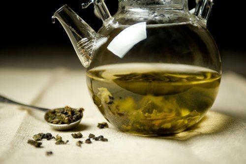 steeping-tea-leaves