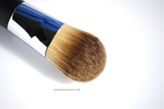 Dior Light Coverage Foundation Brush macro