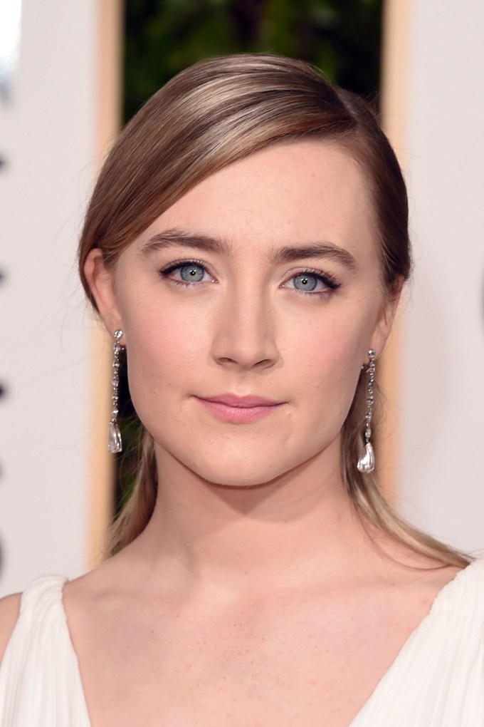 saoirse-ronan-beauty-vogue-10jan16-getty_b