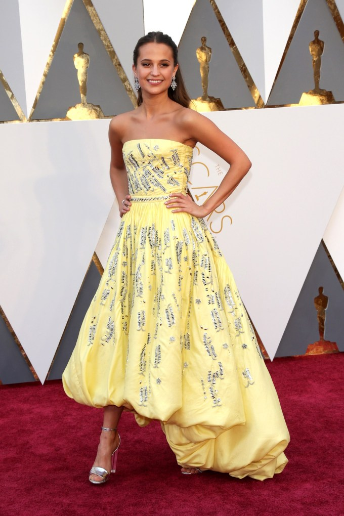 Alicia-Vikander-Oscars-2016-Red-Carpet-Louis-Vuitton-Vogue-28Feb16-Rex_b