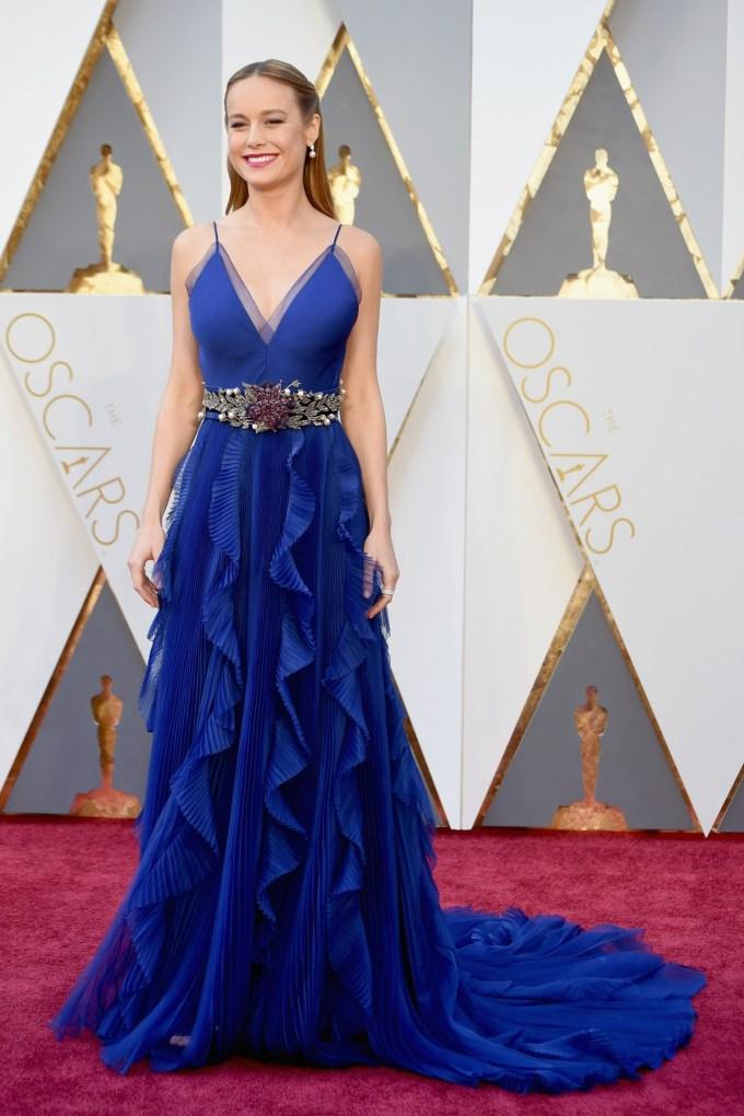 Brie-Larson-Oscars-2016-Red-Carpet-Vogue-28Feb16-Getty_b