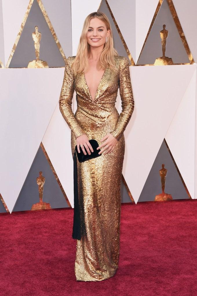Margot-Robbie-Oscars-2016-Red-Carpet-Vogue-28Feb16-Getty_b
