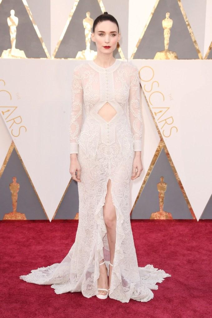 Rooney-Mara-Oscars-2016-Red-Carpet-Vogue-28Feb16-Getty_b