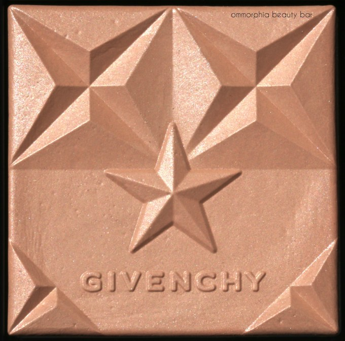 Givenchy 03 Ambre Saison Healthy Glow Powder macro