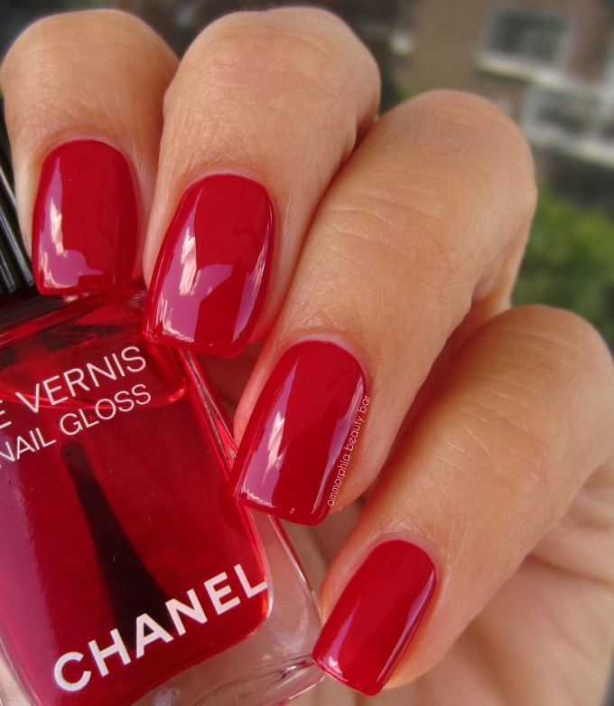 CHANEL Rouge Radical over Rouge Puissant swatch 2
