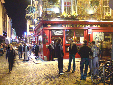 Young people at the Temple Bar at night
