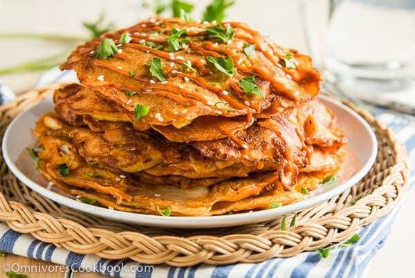 http://i2.wp.com/omnivorescookbook.com/wp-content/uploads/2013/11/1508_Kimchi-Pancake_002.jpg?resize=600%2C402
