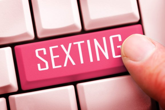 (GERMANY OUT) Computertaste mit dem Schriftzug Sexting (Photo by Christian Ohde/McPhoto/ullstein bild via Getty Images)
