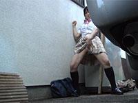 民家の車庫に隠れてオナニーしているJKの盗撮に成功!