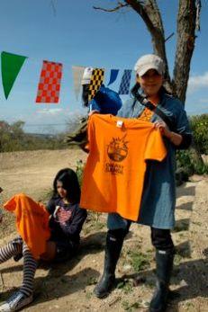 今回はオレンジなTシャツです!