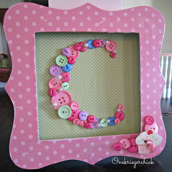 Love this button monogram for a little girl's room! {Onekriegerchick.com}