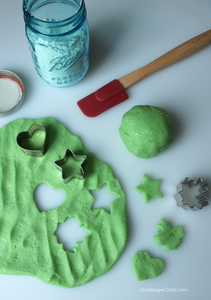 The perfect neighbor gift- Playdough Mix in a Jar! Hours of fun! OneKriegerChick.com