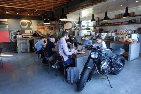 Deus Ex Machina Café, Oneland