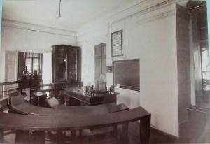 Физический кабинет Третьей Киевской гимназии.