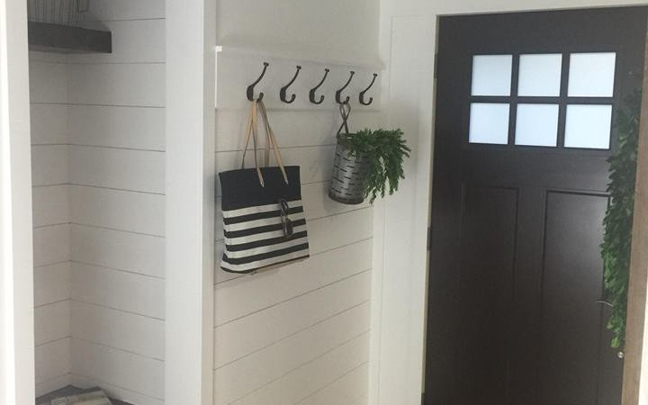 Entryway Farmhouse Makeover