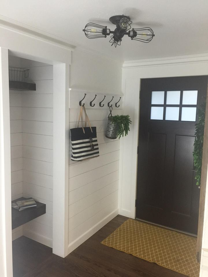 craftsman-industrial-farmhouse-entryway