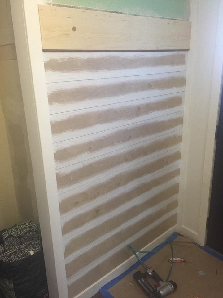 shiplap-farmhouse-entryway