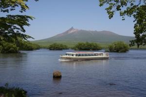 駒ケ岳と遊覧船