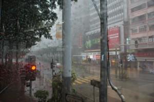 Plötzlicher und heftiger Regen in Hongkong
