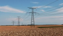 ea3db50e21fc1c3e81584d04ee44408be273ead41ab1194592f9_640_power-pylons