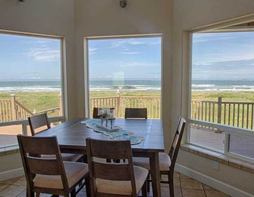 Pacific Breeze on the Southern Oregon Coast Breakfast Nook