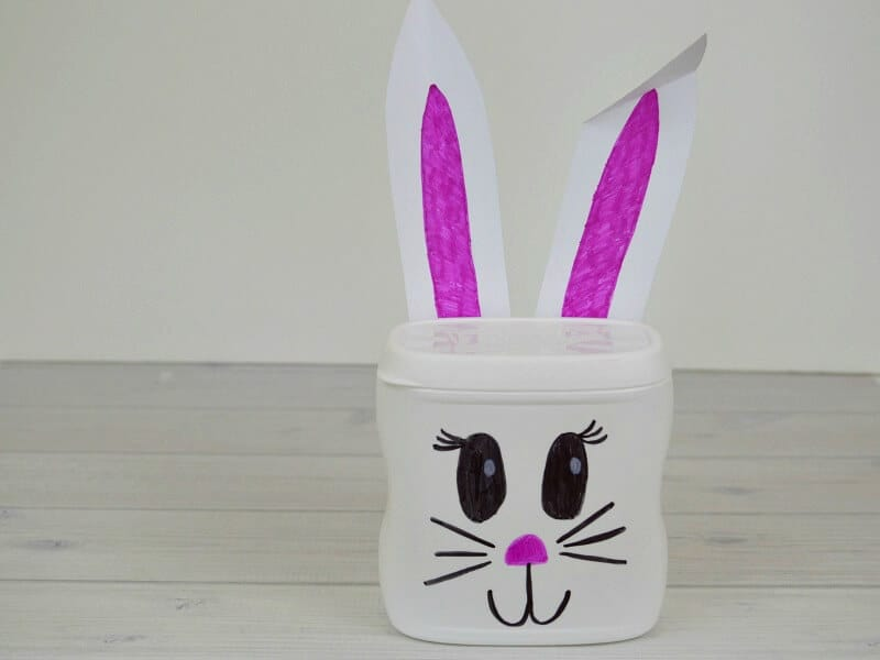 Easy Easter crafts for kids using a recycled plastic french fried onion can.