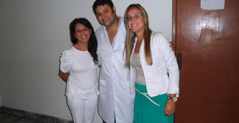 Sr. Danubio Fernando com a Fisioterapeuta Daniele Peçanha do Amaral & a responsável Administrativa da APAE de São João da Barra-RJ a Sra. Sananda Melo Lopes