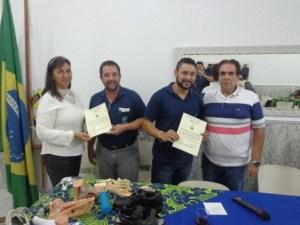 Entrega dos Certificados de Reconhecimento pela palestra proferida pela Iara Faria & Dr. Edgar Manhães.
