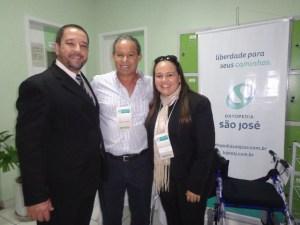O/P MANOEL LUIZ ACOMPANHADO DO FISIATRA DR. GUALTER LÍRIO & DA TERAPEUTA OCUPACIONAL LIANA DO AMARAL;