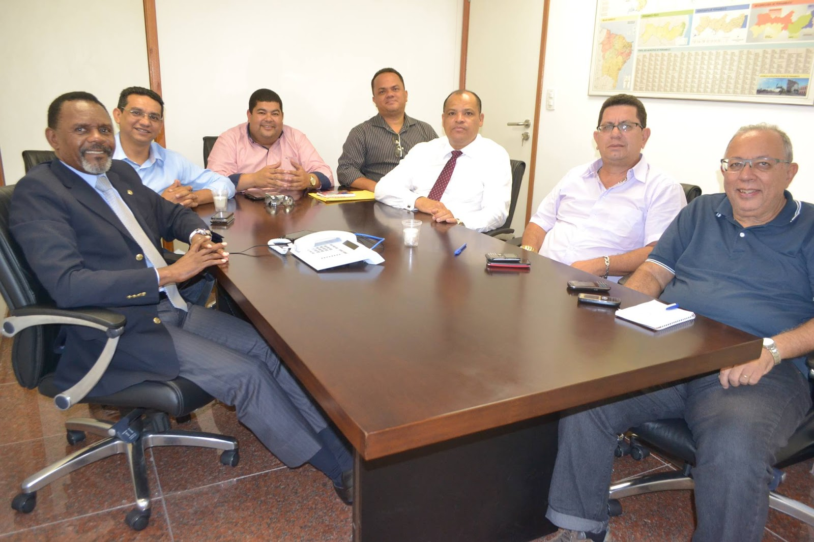 Deputado Ossesio recebe lideranças de Caruaru