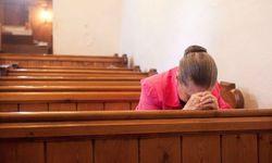 Mulheres são mais religiosas do que os homens, afirma estudo