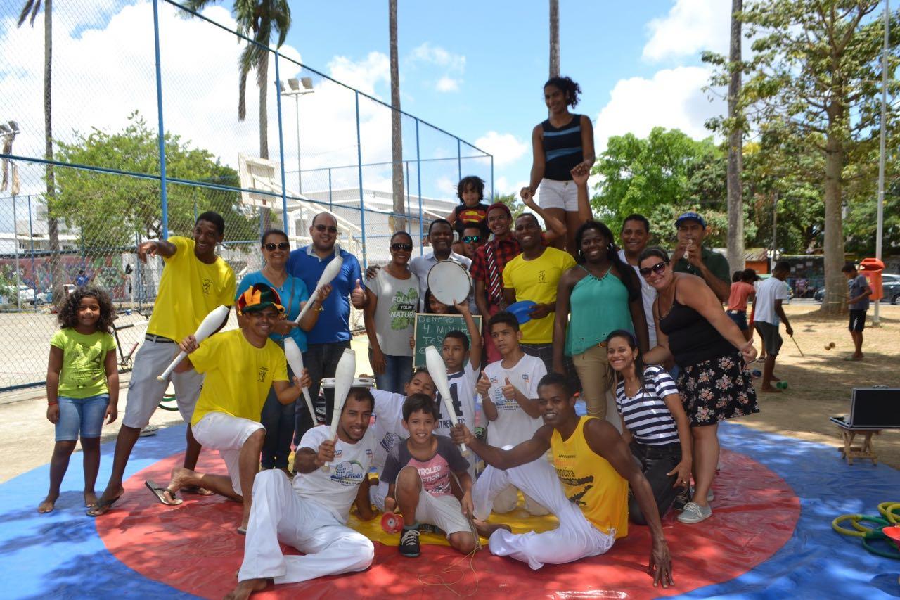 Ossesio prestigia apresentação circense no bairro da Várzea no Recife