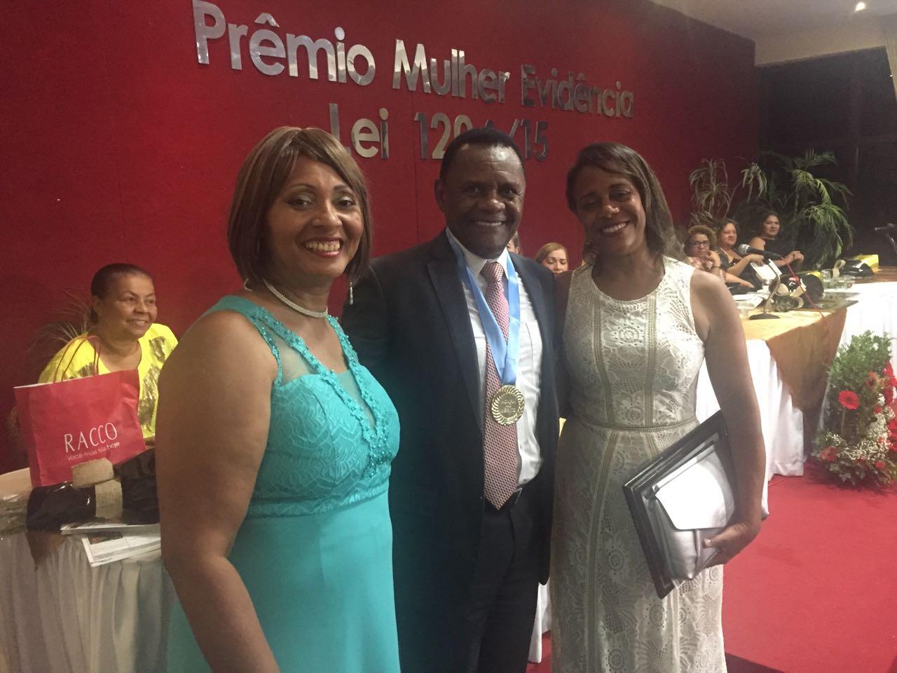 Ossesio prestigia entrega do prêmio Mulher Evidencia e recebe homenagem