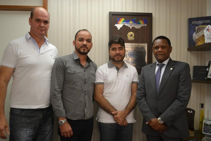 Ossesio recebe lideranças de Garanhuns (PE)