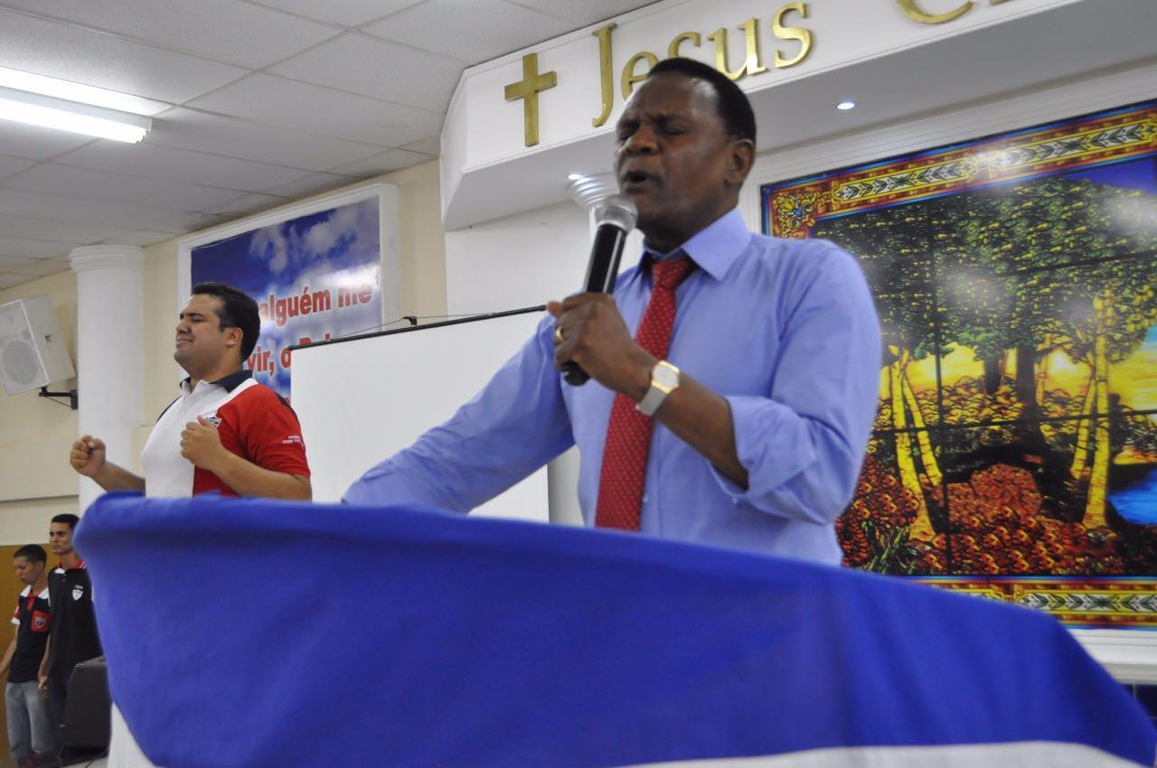 Bispo Ossesio participa da Caravana SOS Jovem em Boa Viagem