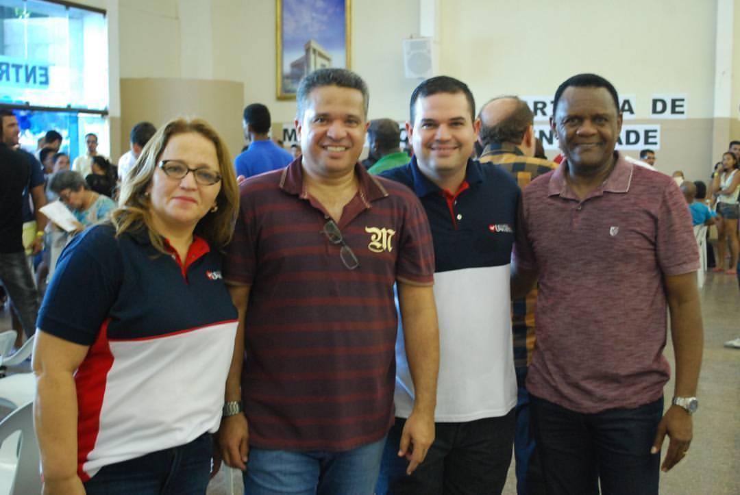 Bispos Ossesio e William participam de Ação Social no bairro de Santo Amaro no Recife