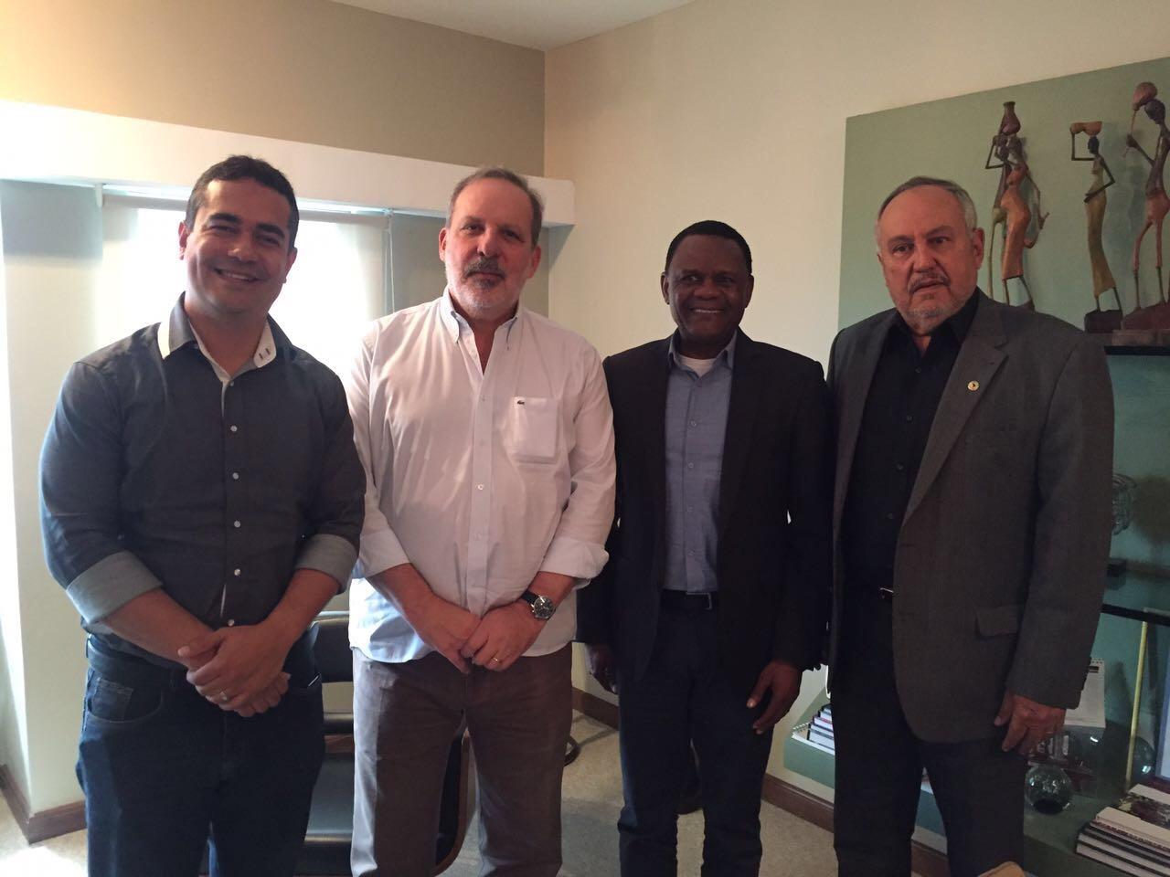 Deputado Ossesio e vice-prefeito Sebastião Barros visitam senador Armando Monteiro