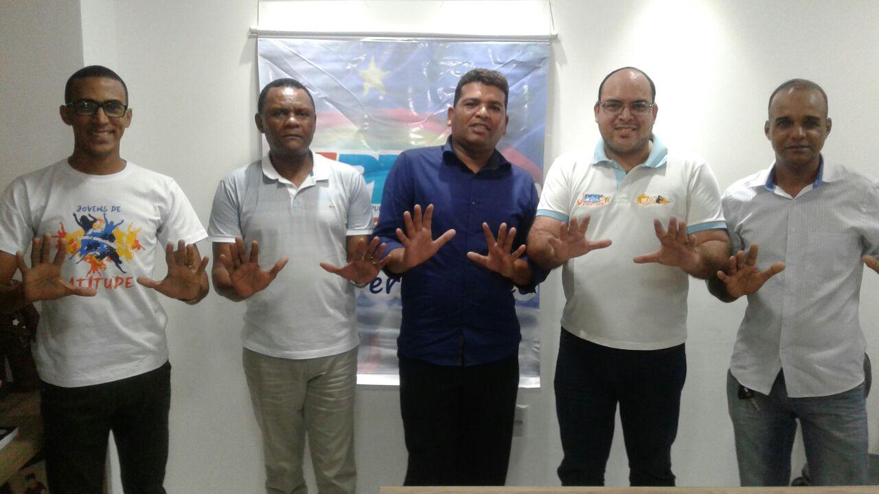 Deputado Ossesio Silva recebe lideranças políticas de Sirinhaém (PE)