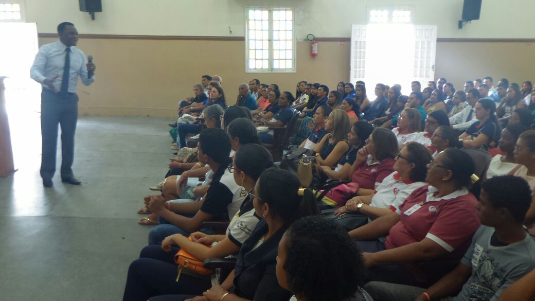 Bispo Ossesio Silva realiza reunião especial com grupos de Serra Talhada