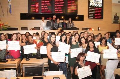 Deputado Ossesio participa de homenagem aos Profissionais da Beleza
