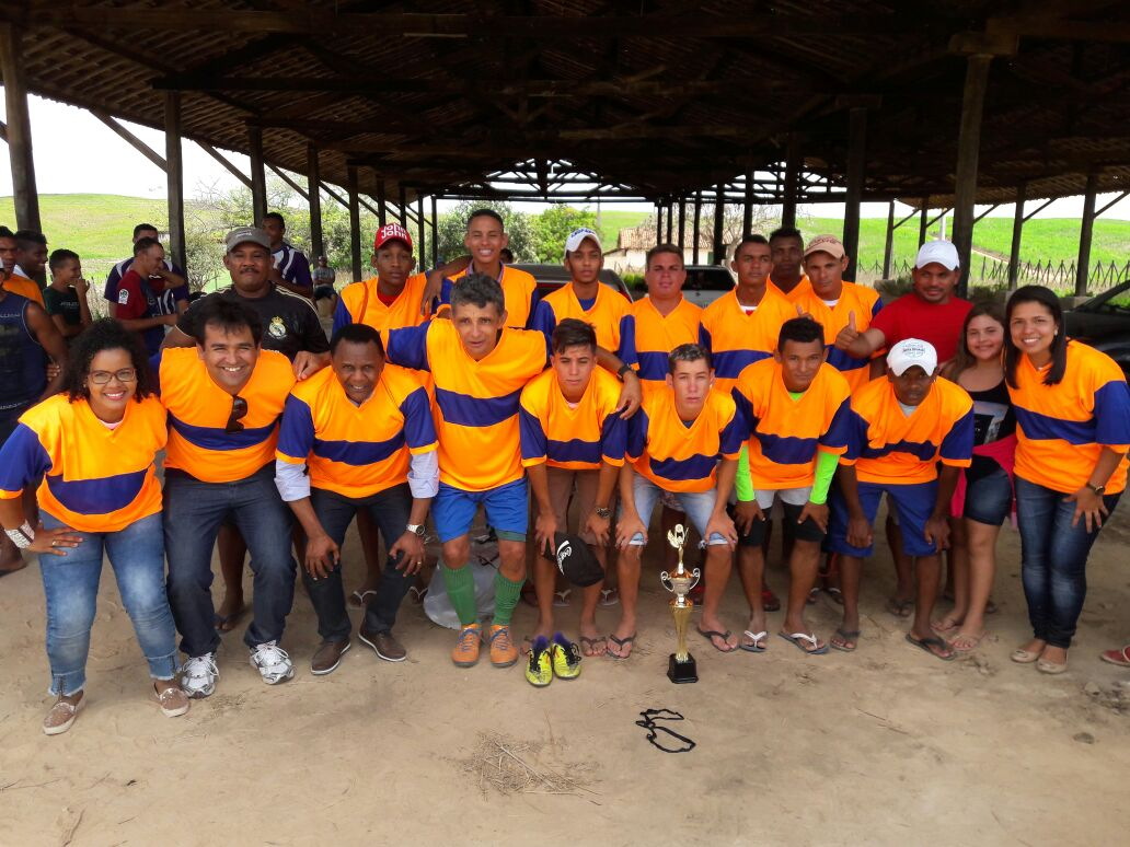 Deputado Ossesio e vereadora Conceição prestigiam torneio de futebol em Timbaúba