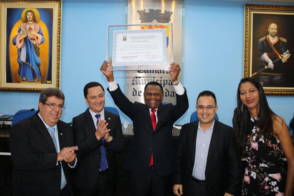 Deputado Ossesio Silva recebe Título de Cidadão de Olinda
