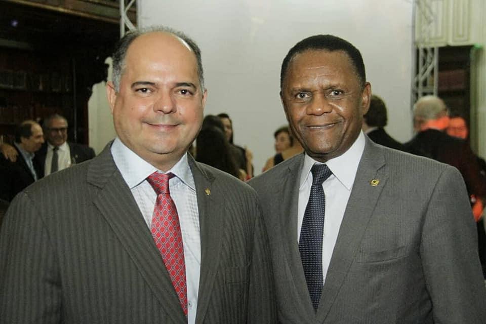 Deputado Ossesio Silva participa de evento no Gabinete Português de Leitura