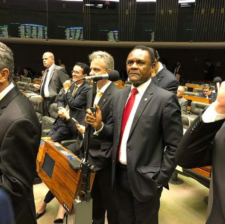 Deputado Ossesio Silva vota pelo bloqueio de bens relacionados ao terrorismo