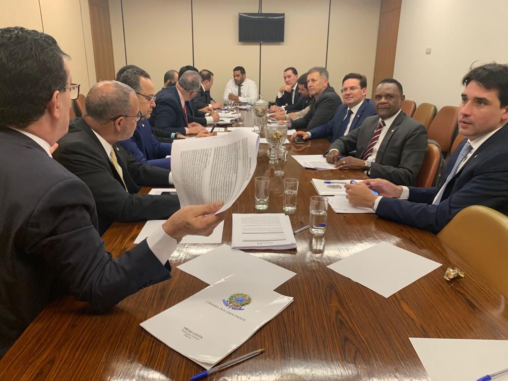Ossesio Silva defende projetos que beneficiam idosos na reunião de Bancada do Republicanos